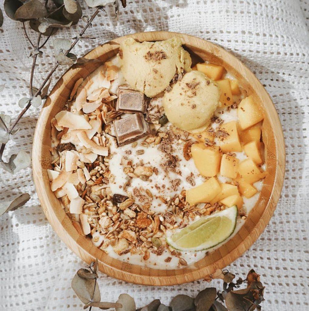 @annietarasova – Mango Smoothie Bowl