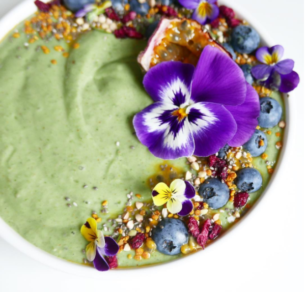 @violetsandvegan - Green Smoothie Bowl