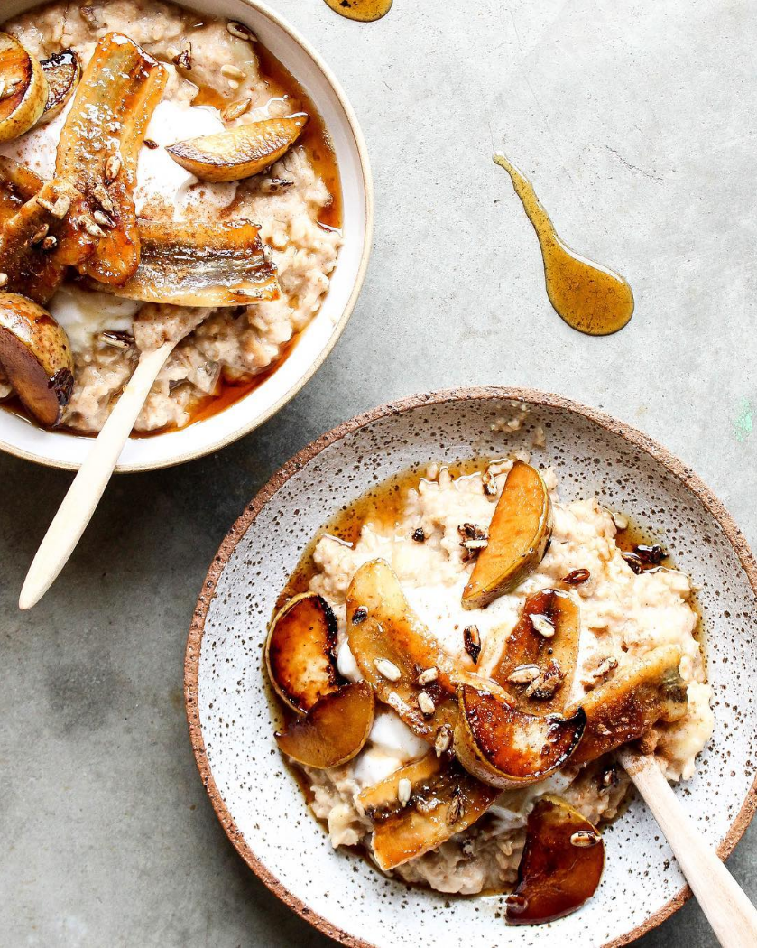 caramelised banana + pear porridge w coconut yoghurt & pure maple @feelingnourished