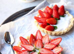 @healthyfrenchwife Cocobella Yoghurt + Coconut Strawberry Tarts