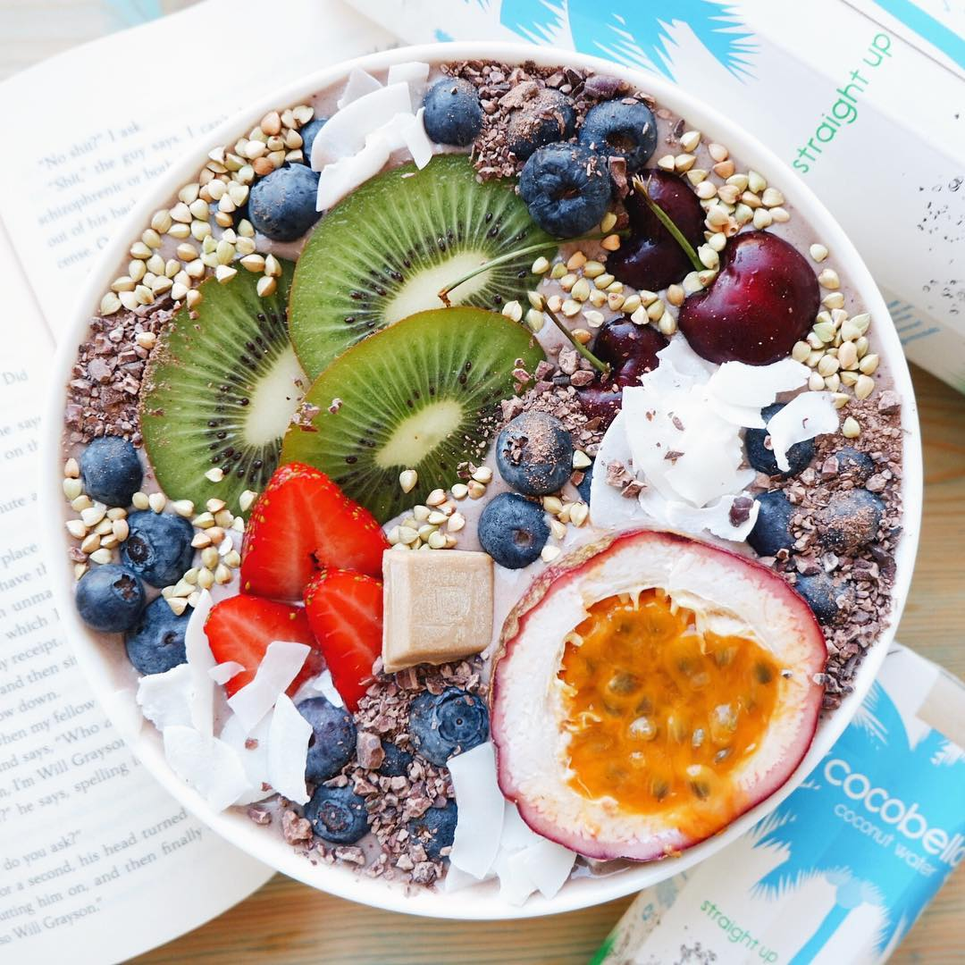 @healthiforhappy Peanut Butter Acai Smoothie Bowl