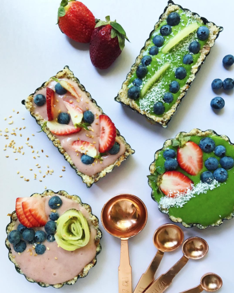 @breakinspiration – Raw Smoothie Tarts