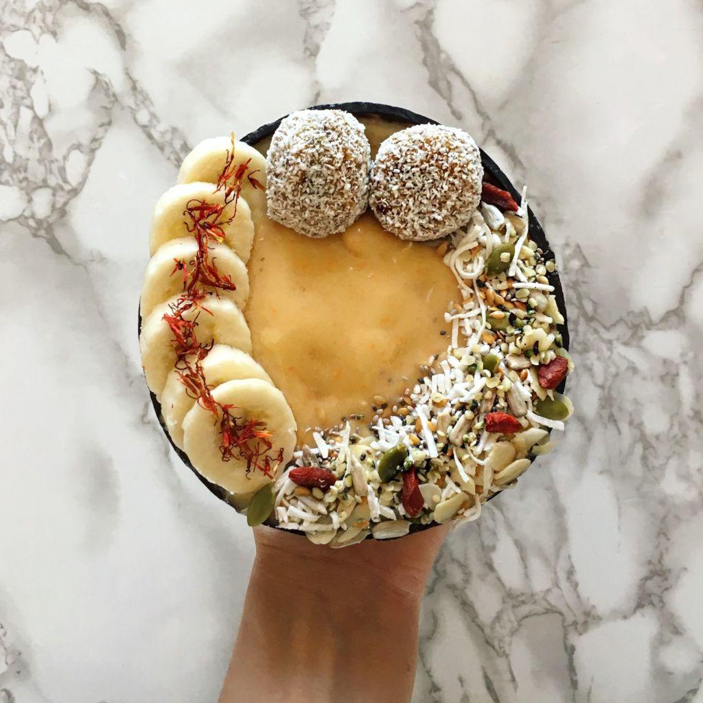 Golden Smoothie Bowl By Jessica Anne – @jessicaanneh