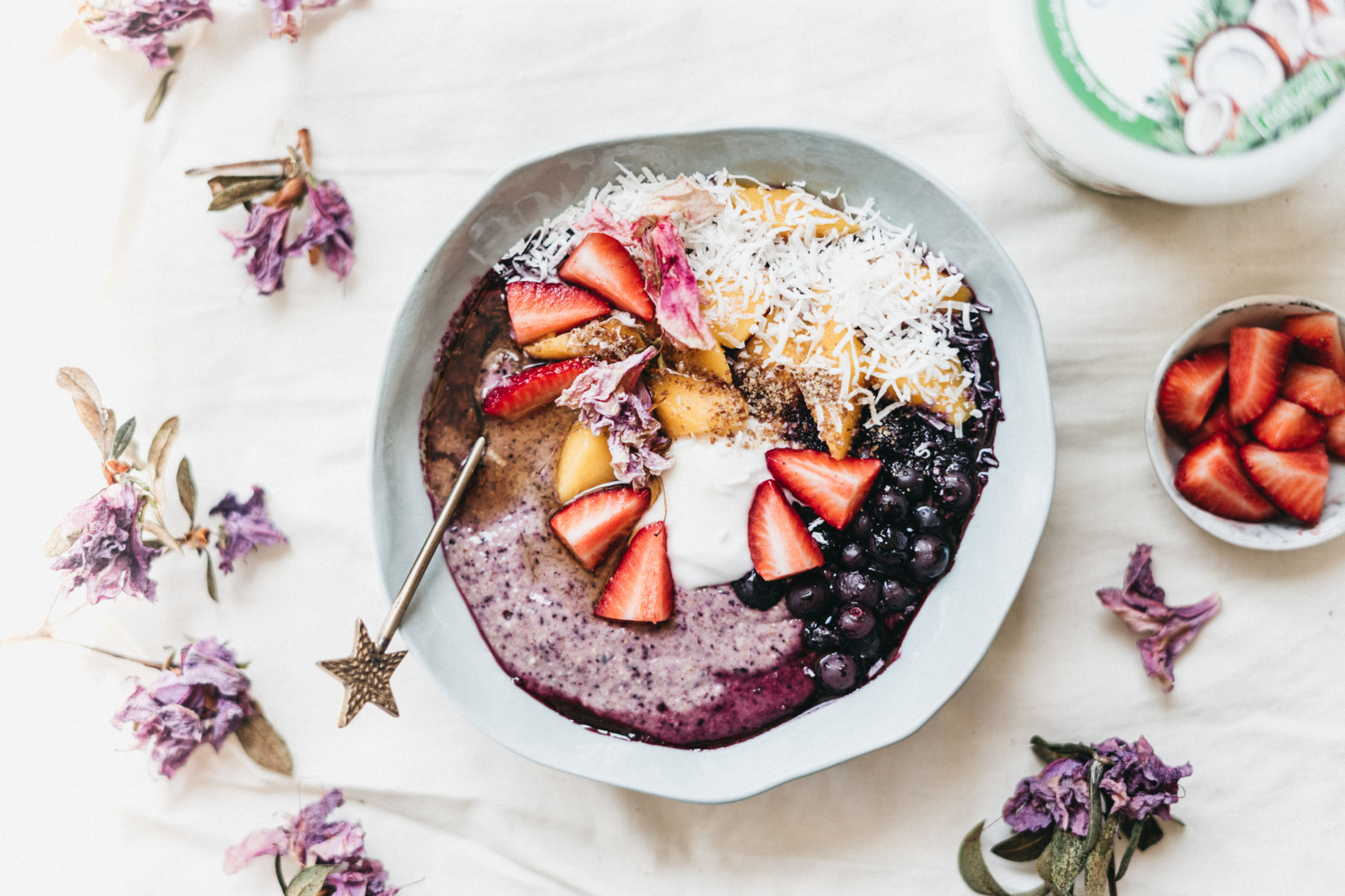 Blueberry Coconut Oats by Moeko of @mmmoky