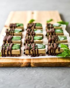 Choc Mint Slice by @mindful_moose