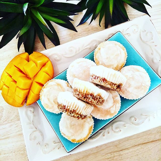 Coconut Mango Frozen Yoghurt Mini Cakes by @miffs_soul