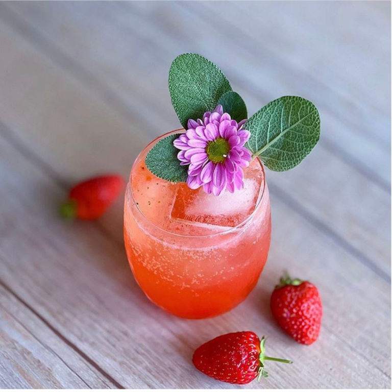 Sparkling Strawberry by @whats.marisa.drinking